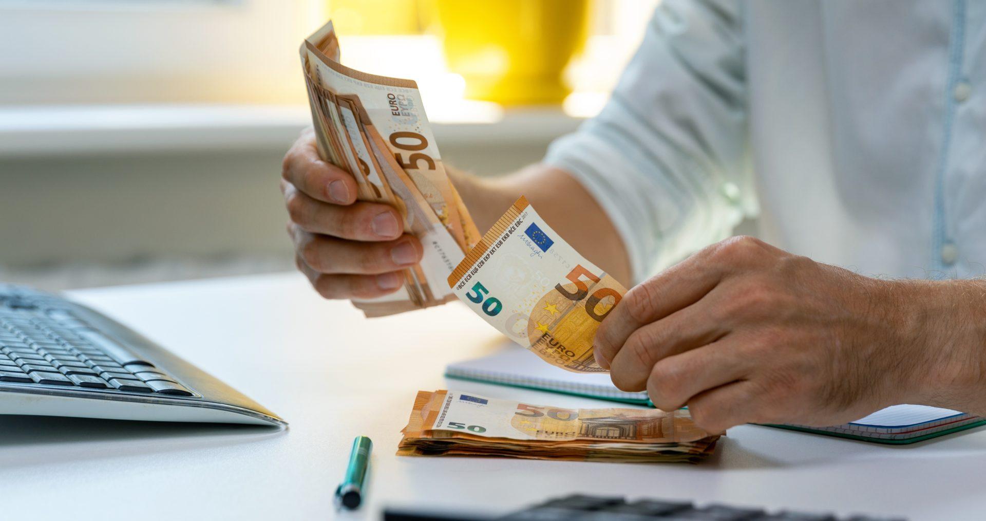 Unser Goldankauf, Kostenfrei und ohne Verkaufspflicht, Bageld für Goldschmuck, Altgold, Siber-ankaufen, Aurax Edelmetallhandel GmbH