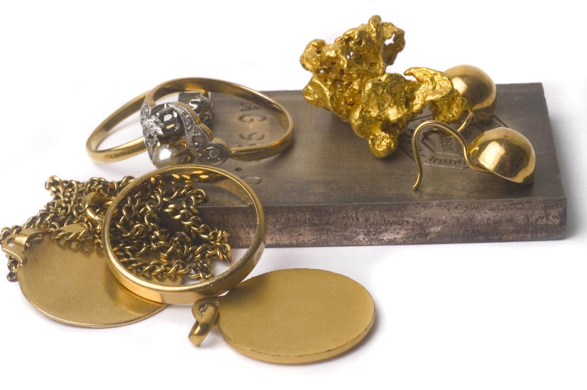 Aurax Edelmetallhandel GmbH_Goldschmuck_Welche-Schmuckstuecke-kaufen-Sie-an_Schmuckankauf_Welche Materialien eignen sich für den Schmuckankauf?