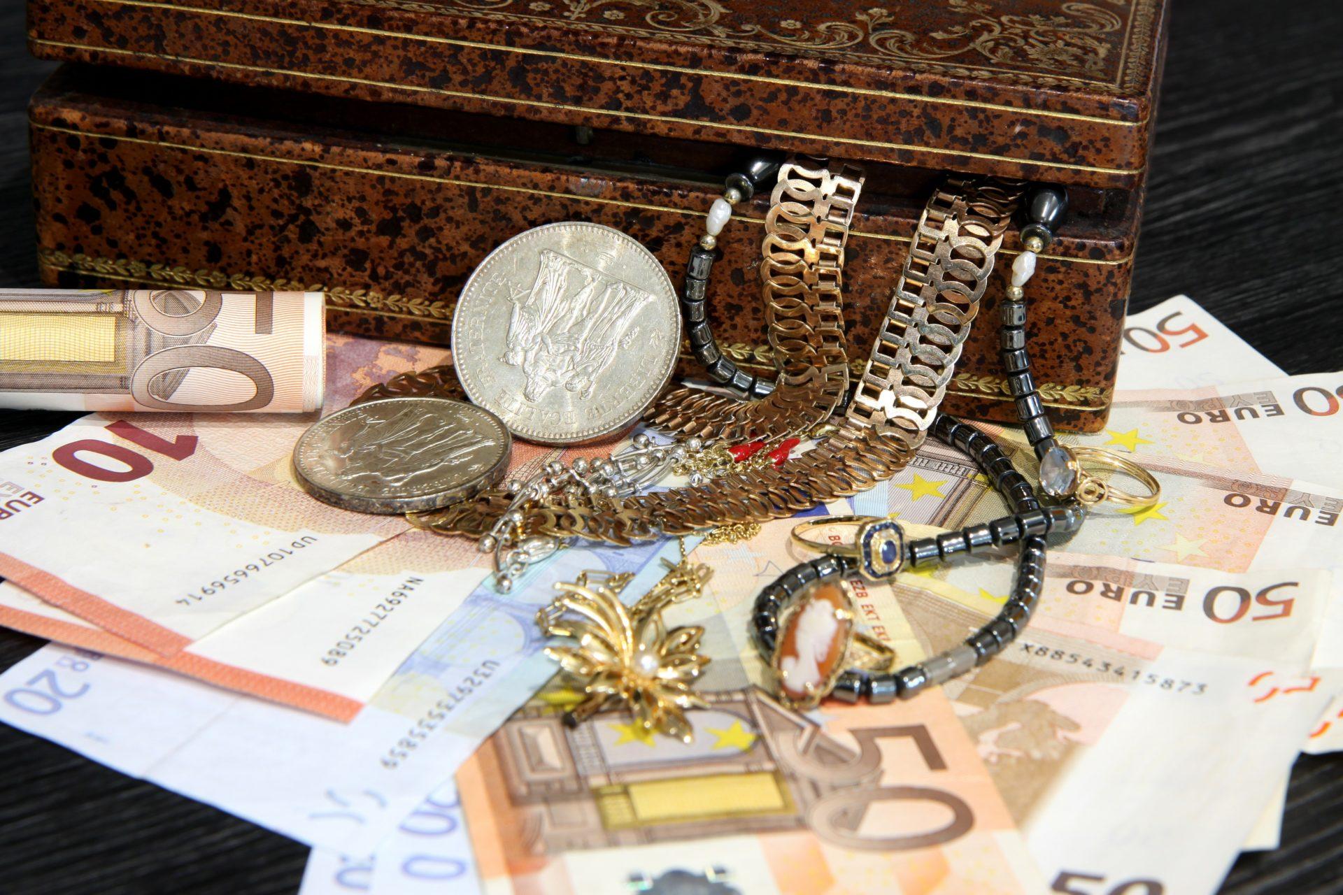 Schmuckankauf leicht gemacht – Per Post den eigenen Schmuck verkaufen_Goldankauf per Post_Schmuckankauf_Goldschmuck Ankauf_Altgold Ankauf_Aurax Edelmetallhandel GmbH